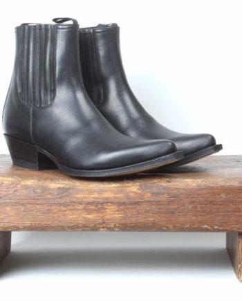 Spidse sorte lavskaftede læderstøvler fra Sendra og Lædersmeden