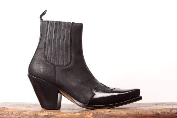 Sort lavskaftet læderstøvle til kvinder fra Sendra