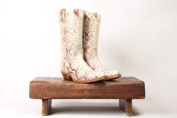 Hvid cowboystøvle i slangeskind