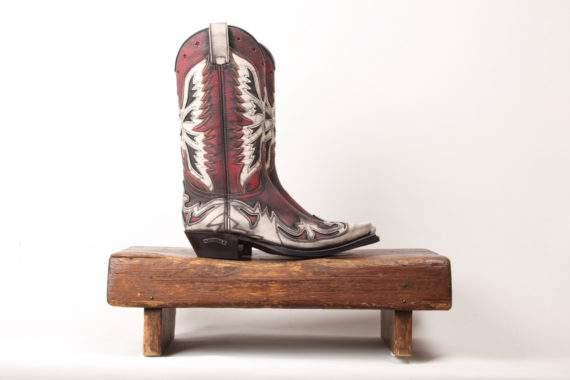 Rød højskaftet ornamenteret læderstøvle fra Sendra