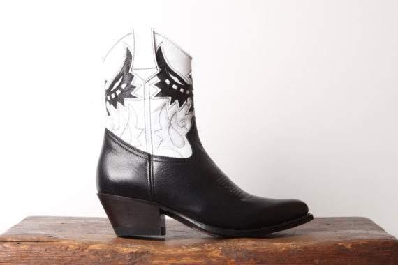 Sort og hvid mellemhøj cowboystøvle til kvinder