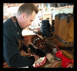 Jonas arbejder i butikken, blog billede